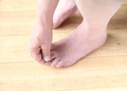barefoot senior