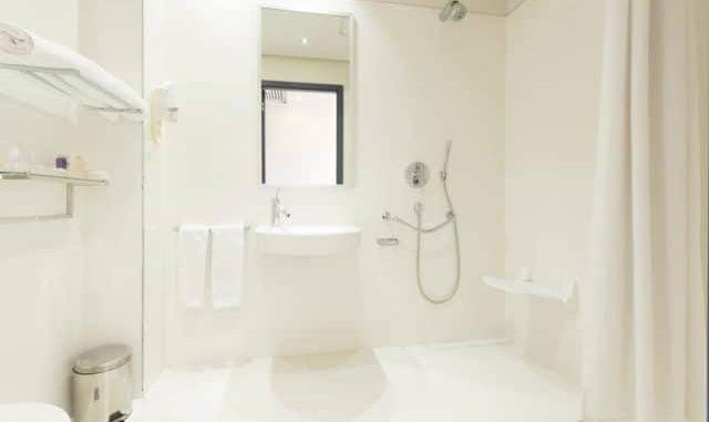 5 Shower Options For The Disabled & Elderly