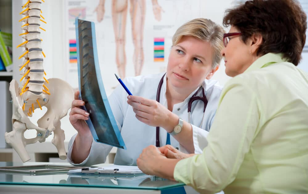 woman asking doctor if dowagers hump is hereditary