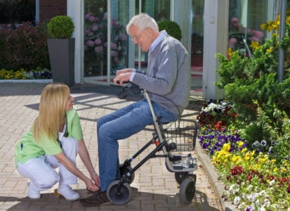 shoes-for-elderly-with-balance-problems-1