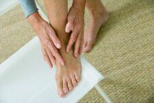 6 Best Socks for Seniors with Fibromyalgia