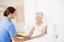 7 Best Positioning Pillows for Bedridden Seniors & Elderly
