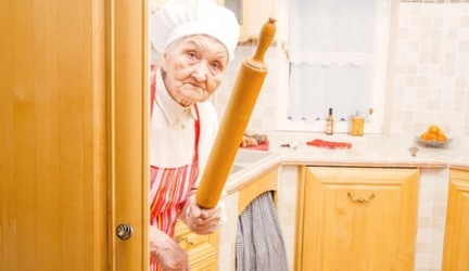 Best Electric Cooker for Elderly: Using Pressure Cookers, Slow Cookers, and More to Improve Safety in the Kitchen