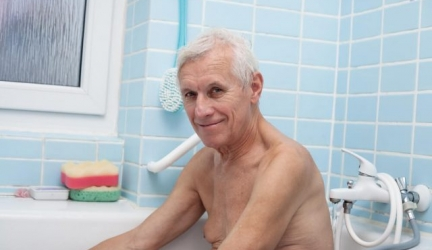 Practical and Usable Tips For Getting an Elderly Person to Bathe