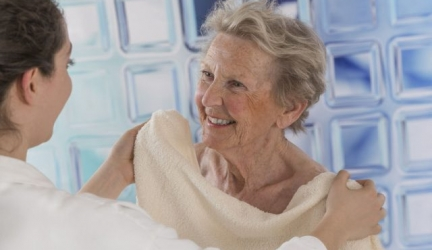 Finding the Best Tub Transfer Bench For Seniors and the Elderly